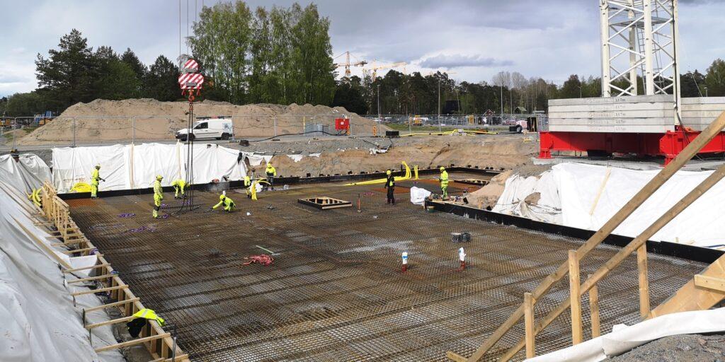 Källarens betonggolv gjuts